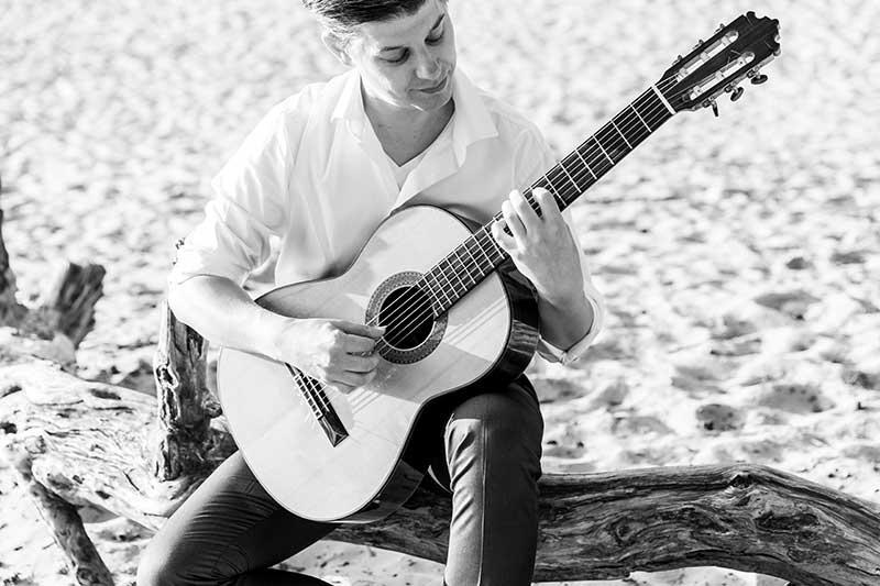 Over Martijn Buijnsters, bruiloftgitarist.